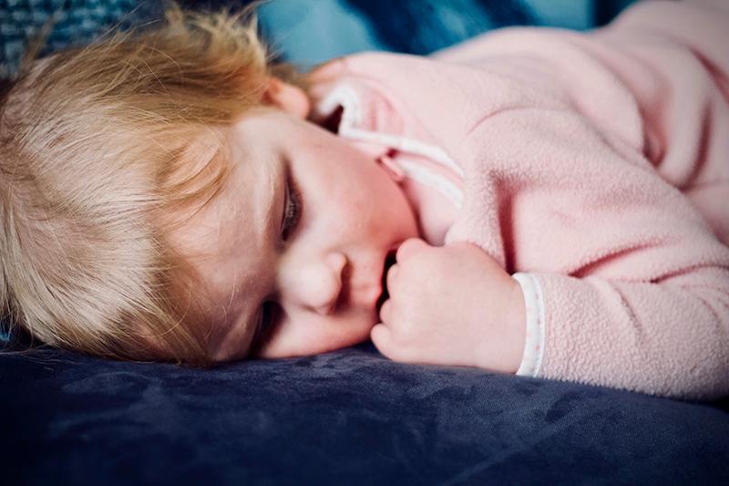 Taapero nukkumassa. Kuvaaja Jelleke Van Ooteghem, Unsplash.com